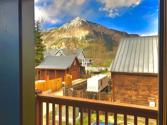 Elk Avenue Lodge