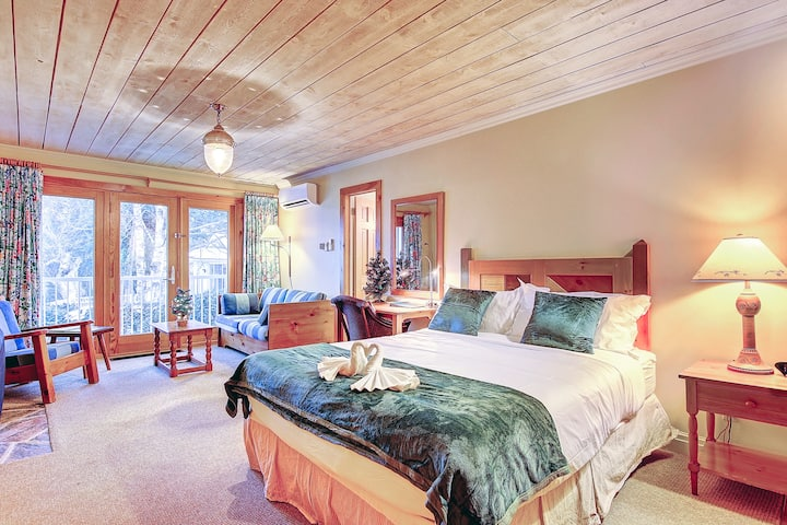 Beautiful waterfront guest room