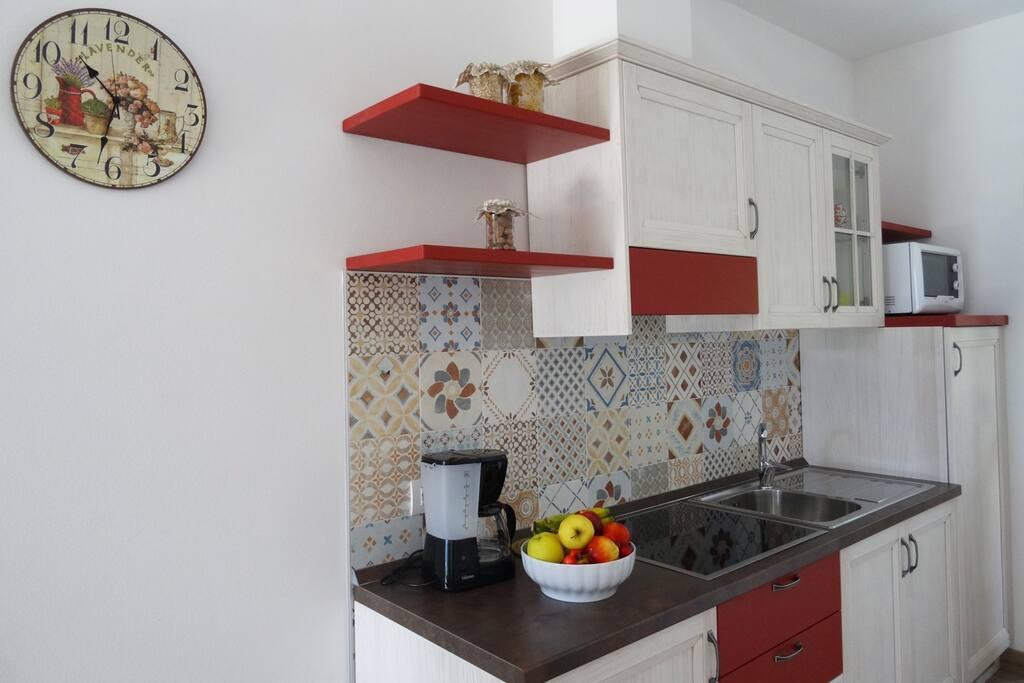 Soggiorno con angolo cottura - Living room with kitchenette