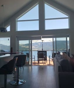 Lake View, New High ceiling, Luxurious Cottage