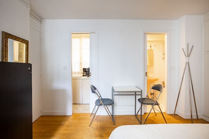 Airbnb 62 Rue Mazarine Holiday Rentals Places To Stay