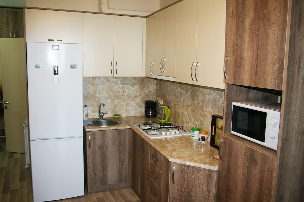 """Кухня вся оборудована бытовой техникой """"Bosch"""""""
