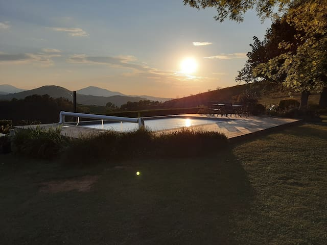 cottage  arditegia, vue montagnes havre de paix