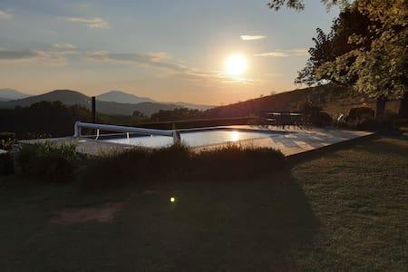 cottage  ARDITEGIA, vue montagnes piscine chauffée