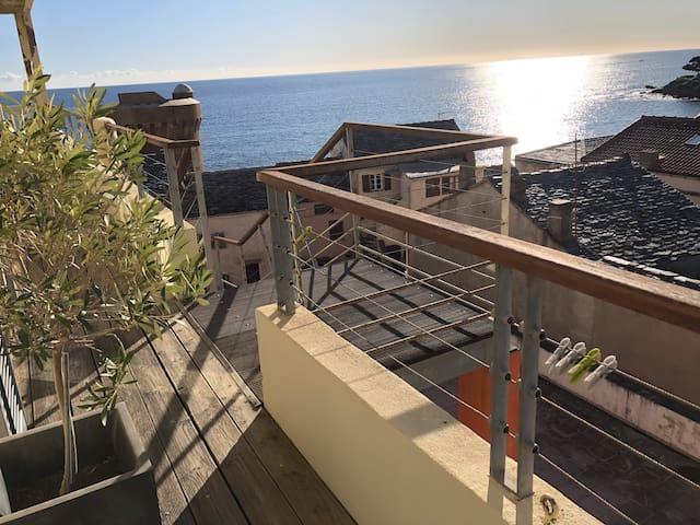 T2 les pieds dans l'eau Miomo, Cap Corse
