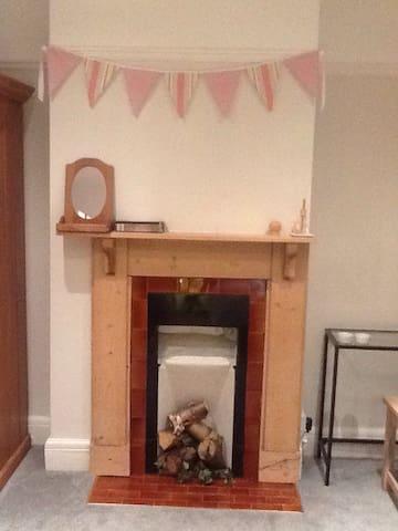 Bright Double Room & Bathroom - Uplands - บ้าน