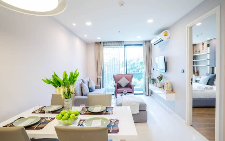 Luxurious Apartment at The Starhill Condo