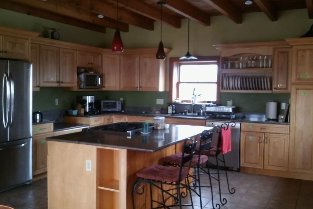 Kitchen: 6 Burner Stove, Oven, Dishwasher, Cookware, Toaster Oven, Microwave, & Coffee Maker