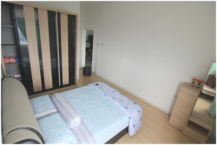 [Master-bedroom] Queen-size bed, dressing table, wardrobe. Its aircond making some noise and ice.