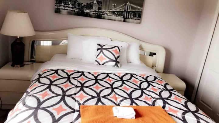 Quiet,Comfy,Clean Queen bed room