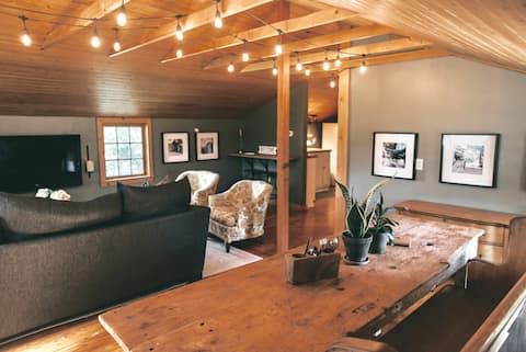 Carriage House minutes from Town & Denison