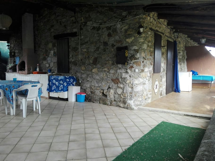 patio con cucina e barbecue