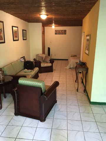 Beautiful Apartment in Best Location - Managua - Apartament
