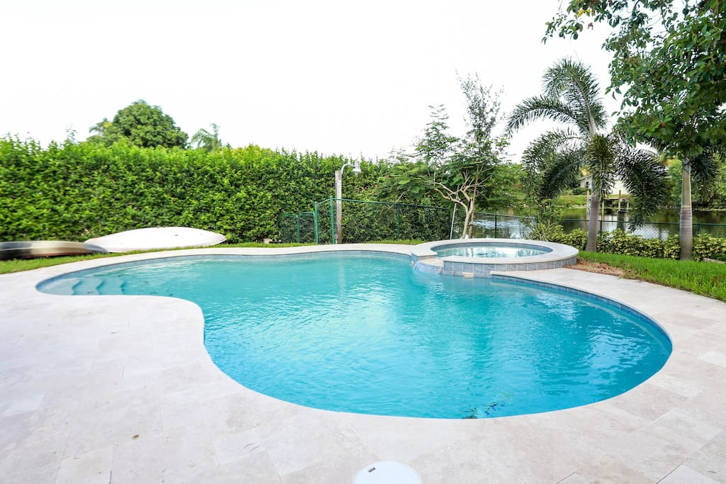 Paradise villa 4bd on canal pool jacuzzi near all for Delray beach fishing