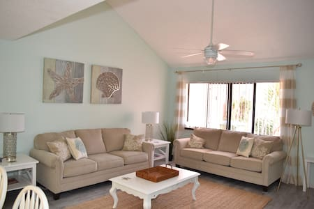 Gorgeous 2B/2Br Townhome Near Beach - Cape Canaveral - House