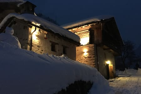 Walser House 300yr old three forest - Gressoney-Saint-Jean - Hytte