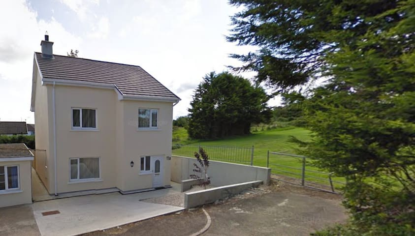 Short Walk (1.7km) from Letterkenny Town! - Letterkenny - House