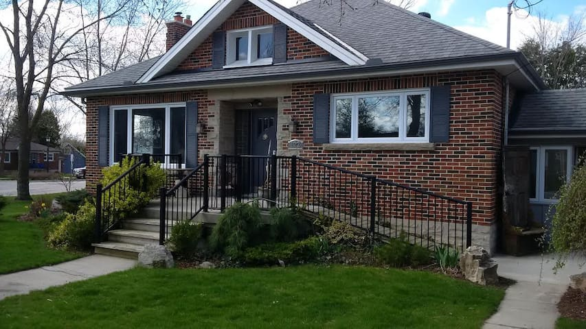 Quaint downtown Elora Bungalow.  3 bedrooms. - Elora - Casa