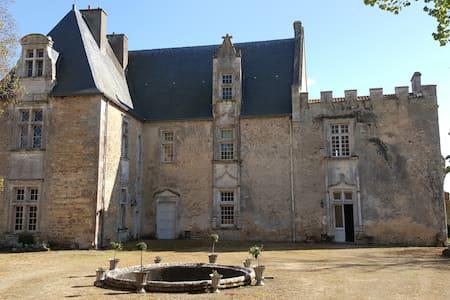 Château de Montreuil Bonnin - Montreuil-Bonnin