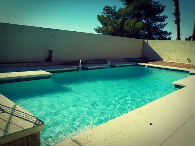 Vegas Bunk House | Grab A Bunk! - Paradise - Talo