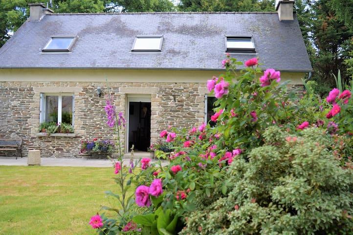 Carhaix Plouguer 10 mins Heart of Brittany sleep 6