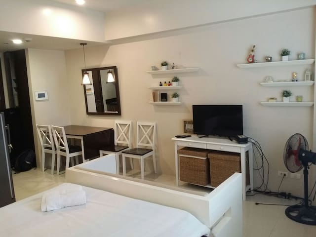 Condo: Cozy Studio @Manila Airport T3|WiFi+Cable