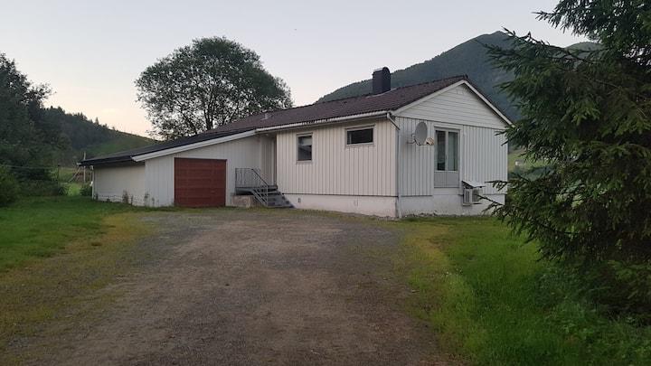Landlig hus på Horstad gard.