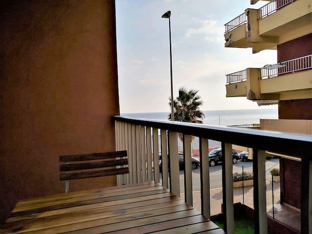 Monolocale con terrazzo vista mare - Ventimiglia - Apartament