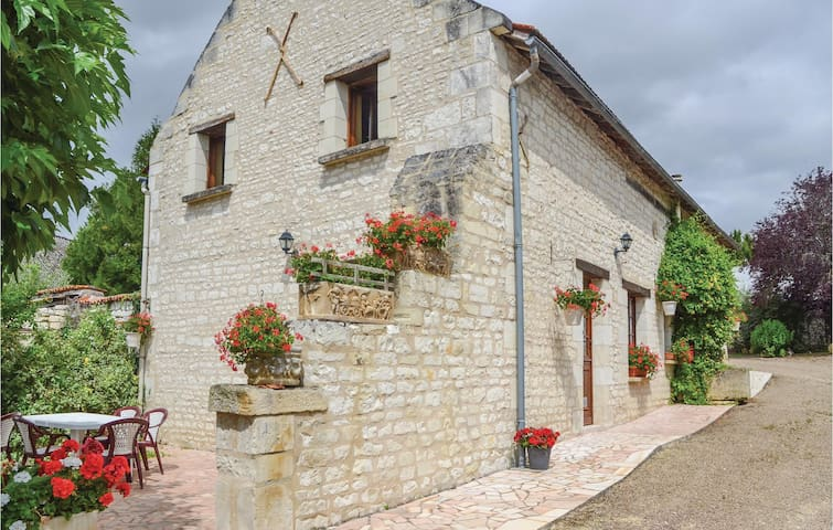 Holiday cottage with 3 bedrooms on 140m² in Assay