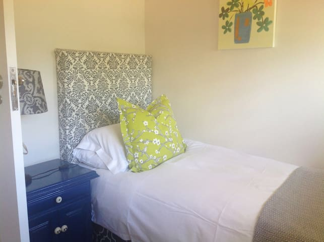 Single Bedroom, baby cot also available in this room  Feb 19