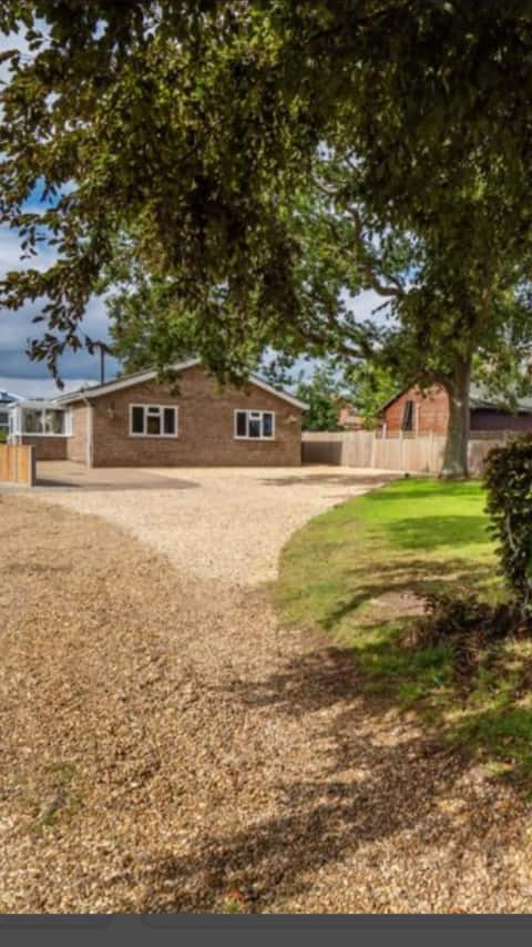 Longacre - 4 bedroom bungalow with games room