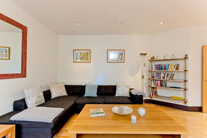 Luxury apartment 2 bed 2 bath with Terrace