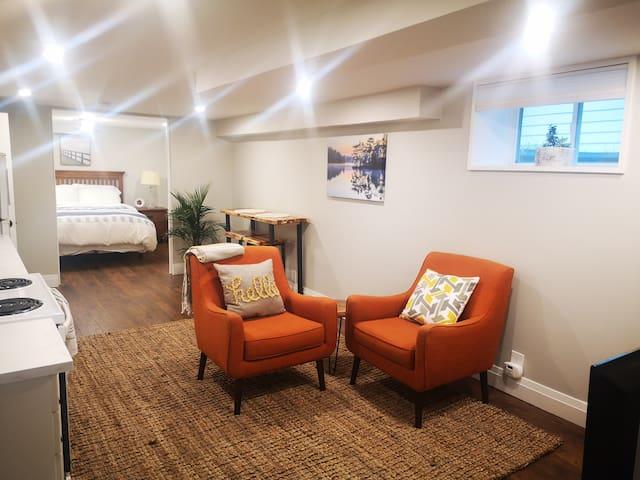 Quaint Muskoka Private Suite- right in town!