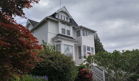 South Hill - Cozy Suite in Historic Victorian Home