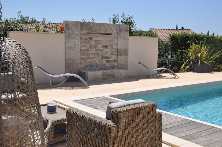 The White Villa in Aix, 80 m2 , 811 SQ