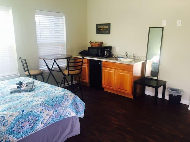 Full cozy studio/bath shared D - Denton - Dom