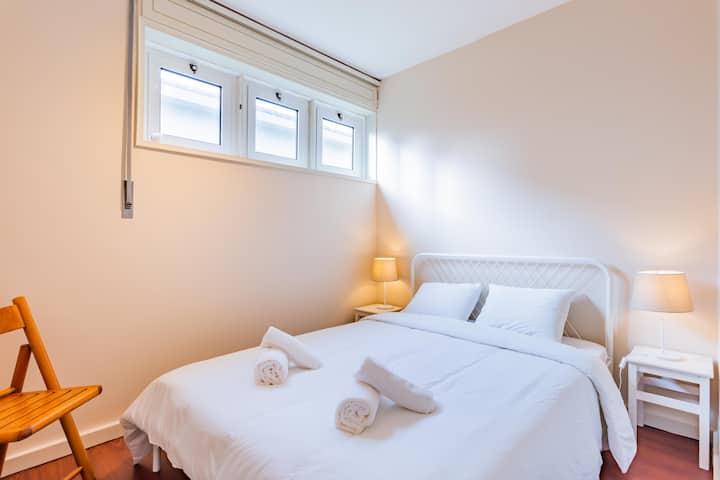 Premium Surf House in Porto - Family Room WC Priva