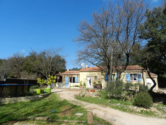 Maison individuelle,au calme(piscine-grand jardin) - Sainte-Anastasie-sur-Issole - House