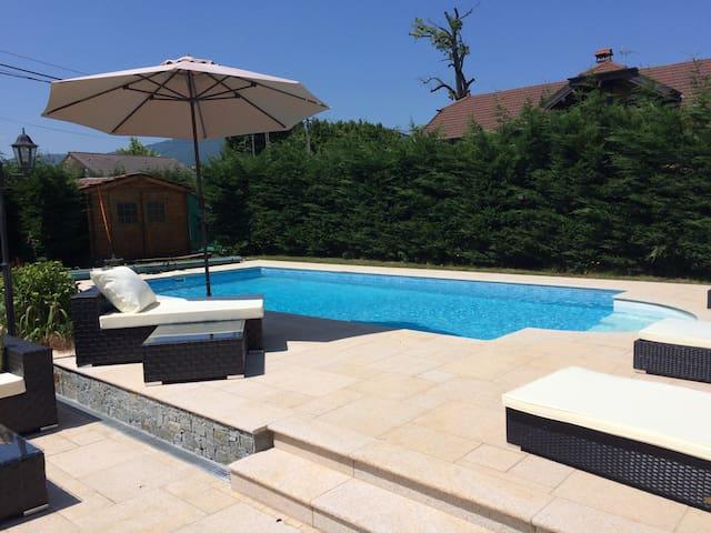 Chambre + SDB-WC privé(lit180cm-piscine-TV-WiFi)