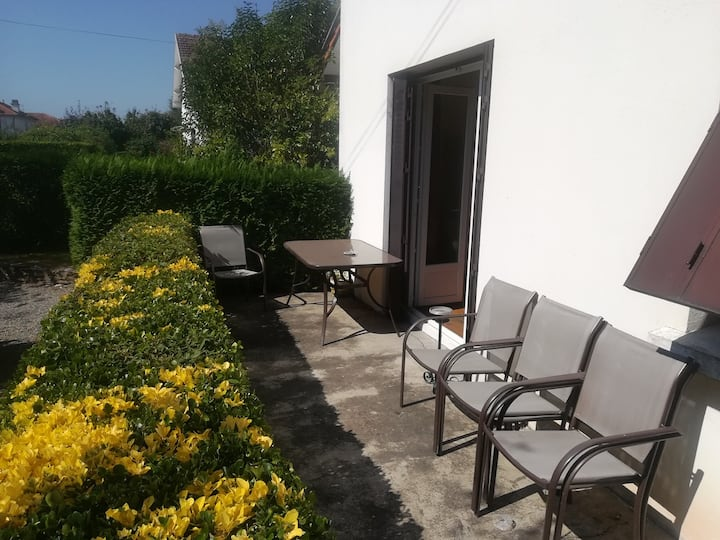 Chambre dans maison avec jardin 1