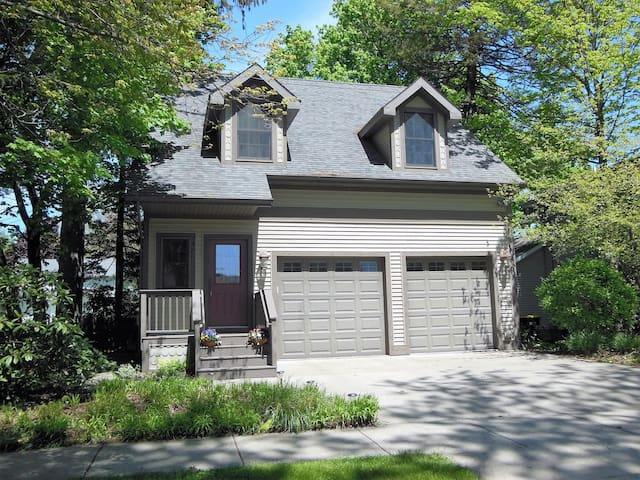 Shady Pines - Walk To South Beach & Downtown - South Haven - House