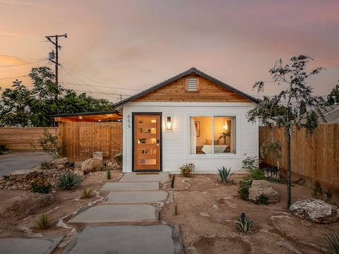 """**Remodeled** """"The Joshua Tree"""" Old Town Bungalow"""
