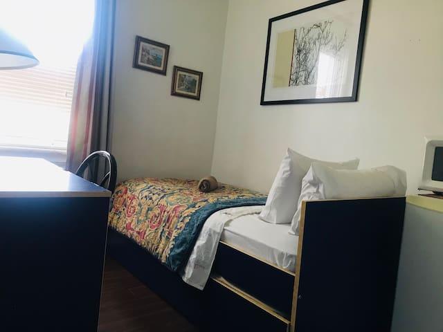Ottawa Sleep Inn  Private Budget Room
