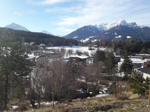 Acomodação encantadora em um spa de ar com vista para a montanha