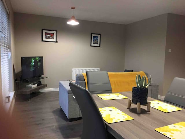 Spacious 2 Bedroom Apartment Andersonstown Belfast