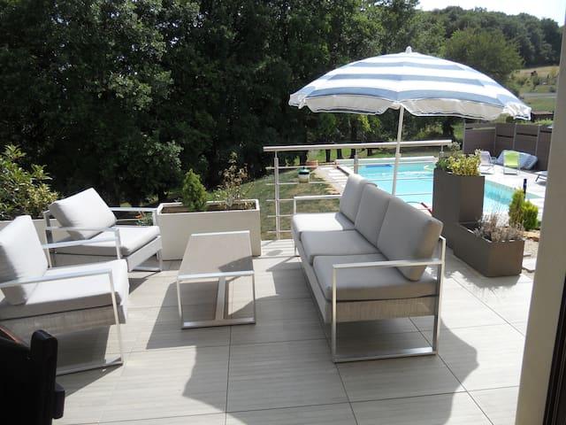 Chambres dans maison avec piscine, hauts de CLUNY