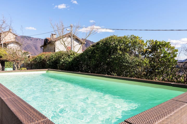 Luxury villa - pool,golf&bike,lake view,16 guests