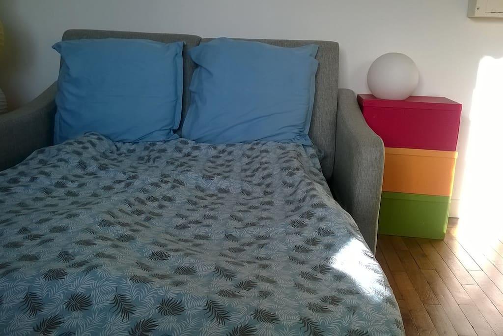 Canapé-lit déplié
