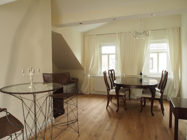 Luxurious & spacious apartment DG - Königstein im Taunus - Apartemen