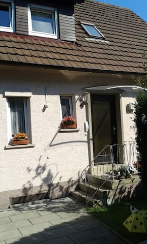 Privat room close to Stuttgart and Ludwigsburg - Asperg - Huis